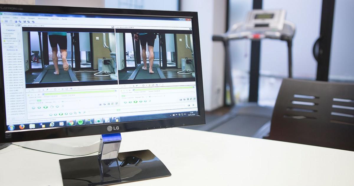 La pantalla de un ordenador muestra la imagen de un estudio biomecánico en proceso.